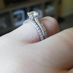 Jewelry - (Set of 2)14k white gold stimulated diamond bands
